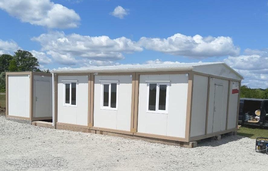 Модульний будинок з контейнерів для організації робочого поселення